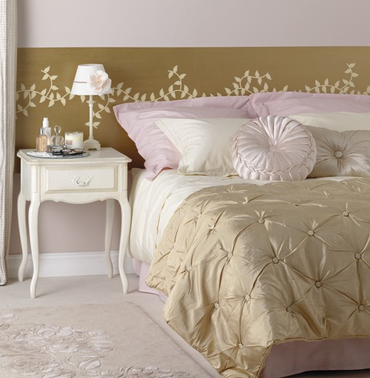 Hollywood chic bedroom bedroom furniture decorating for Boudoir bedroom designs