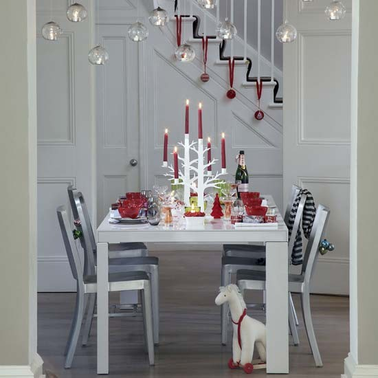 Simple Christmas Home Decorations: Classic Red And White Christmas Dining Scheme