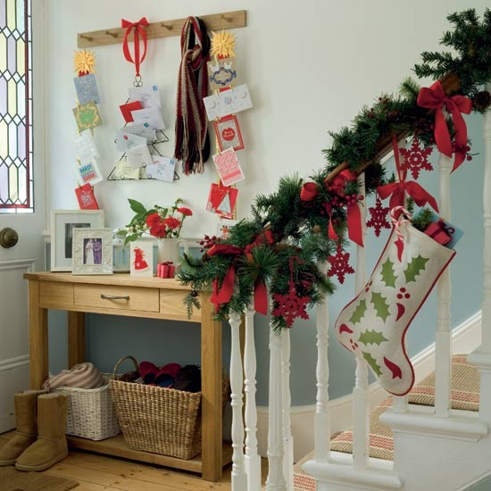 Go for traditional Christmas trimmings | How to decorate your hallway for Christmas | Christmas decorating ideas | PHOTO GALLERY | Housetohome
