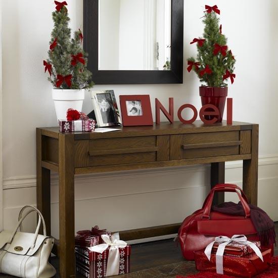 Christmas hallway | Table | Hallway ideas