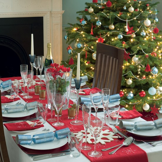 Christmas dining room for Dining table decoration ideas home