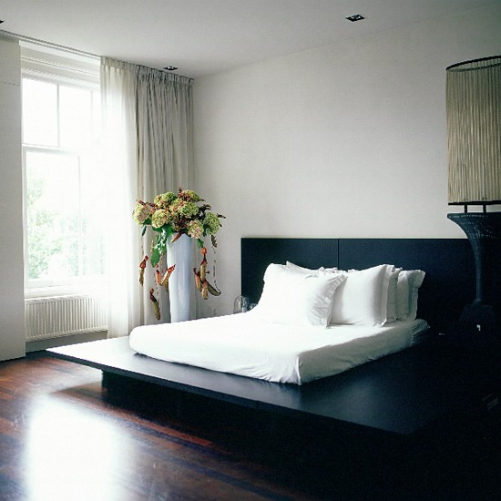 Modern minimalist bedroom black and white bedroom ideas for Black and white minimalist bedroom