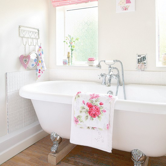Vintage floral bathroom | Bathroom idea | Roll-top bath | Image | Housetohome.co.uk