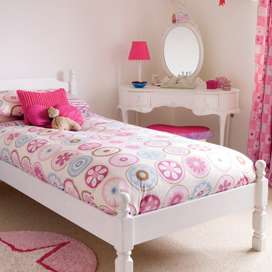Girly pink bedroom bedrooms bedroom ideas image for Bedroom designs girly