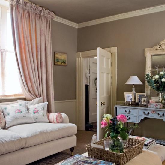 Elegant living room   Image   Housetohome.co.uk