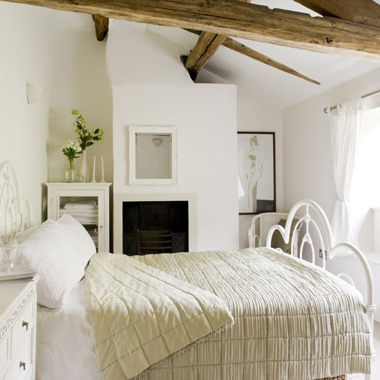 Country cottage bedroom bedrooms bedroom ideas image for Country cottage bedroom