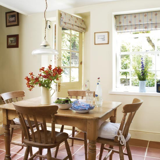Country cottage dining room dining rooms dining room for Country style dining room ideas