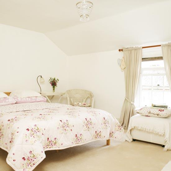 светлая белая спальня фото