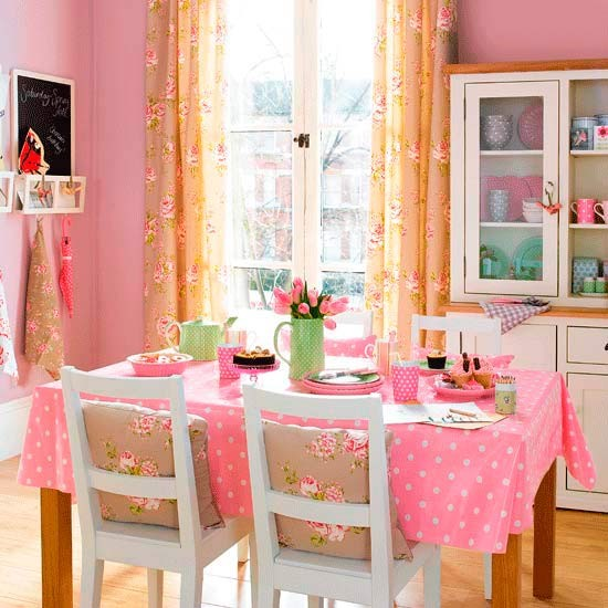 http://housetohome.media.ipcdigital.co.uk/96/00000a844/a0f3_orh550w550/dining-room49.jpg