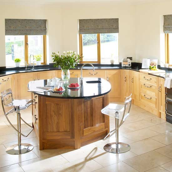 Spacious maple kitchen | Kitchens | Decorating ideas | Image | Housetohome