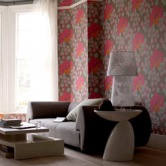 Bold floral wallpaper living room living rooms for Front room feature wallpaper