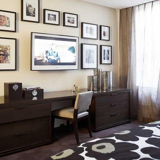 Living Room With Tv: Flatscreen TV