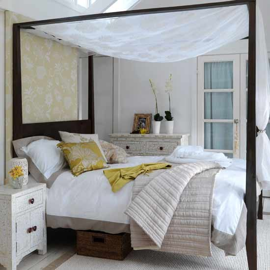 Calming bedroom master bedroom ideas four poster bed for Bedroom designs with four poster beds