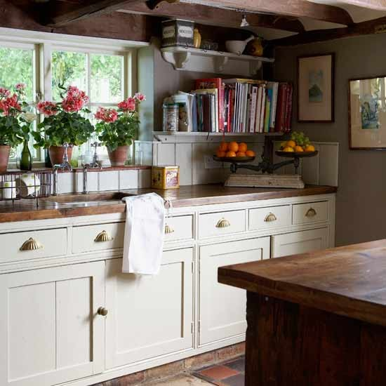 Country Kitchen Ideas For Small Kitchens: Country Village Kitchen