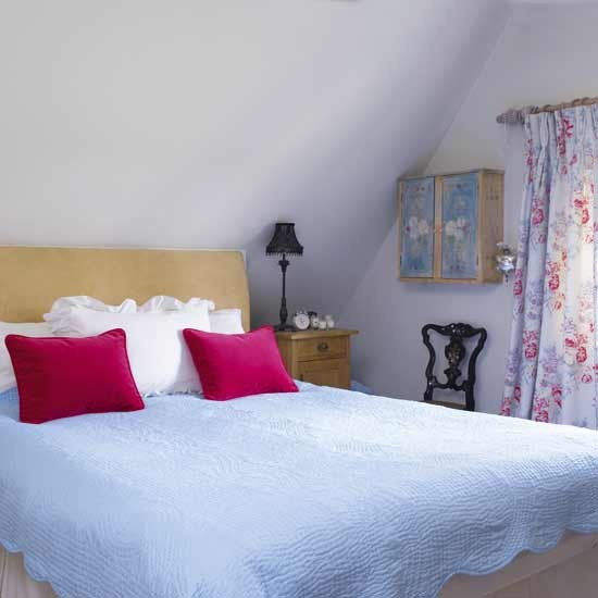 Soft blue guest bedroom bedroom design ideas bed for Blue guest bedroom ideas