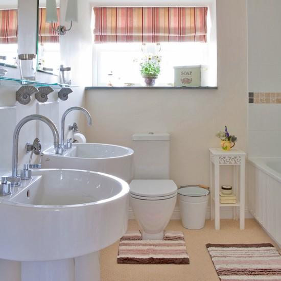 Victorian Style Bathtub: Victorian Bathroom