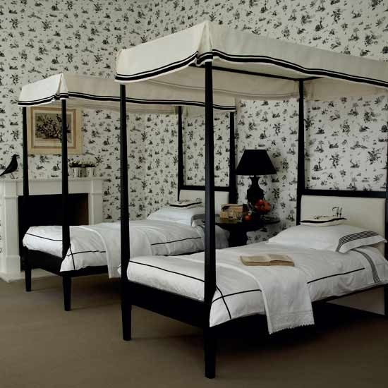 Monochrome twin bedroom black and white bedroom ideas for Bedroom designs with four poster beds