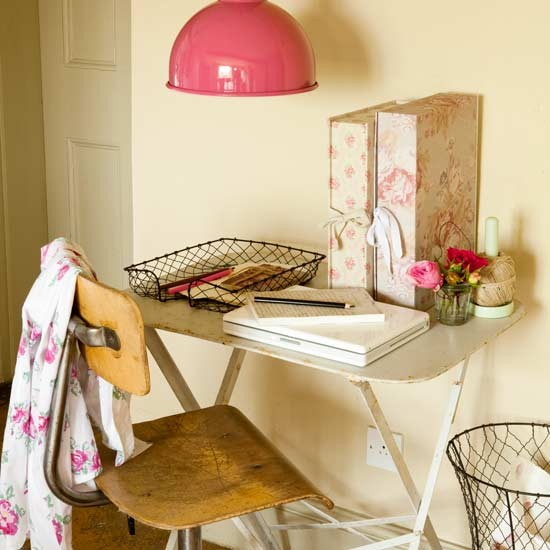 Home office country cottage decorating 10 steps to new for Cottage office design