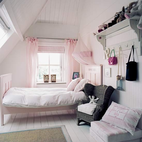 Country-style bedroom for girl's