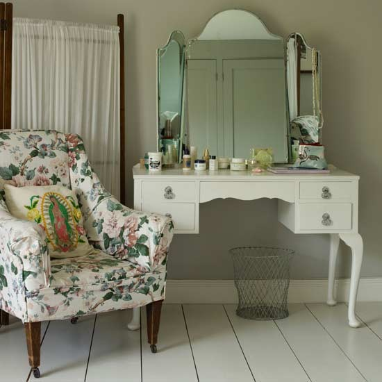 Bedroom dressing table area white bedroom ideas for Bed dressing ideas