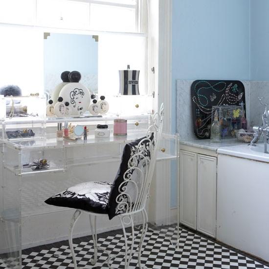 Monochrome bathroom decorating ideas from lulu guinness for Victorian terrace bathroom ideas