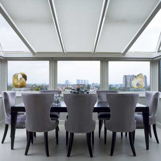 Skylit dining room | Chic London apartment | Room designs | PHOTO