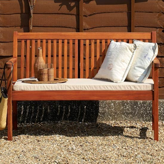 Follow our top tips for protecting your garden furniture over the winter