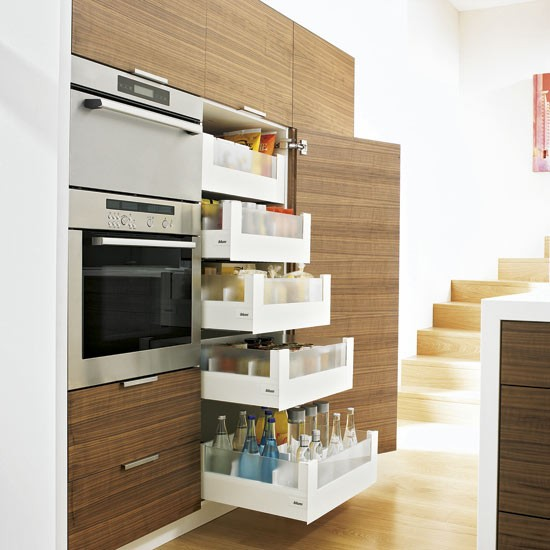 Small kitchen with pull out drawers small kitchen design for Small kitchen ideas uk
