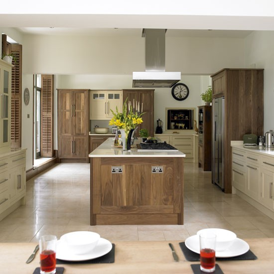 Wood and cream kitchen kitchens design ideas image for Oak kitchen ideas designs
