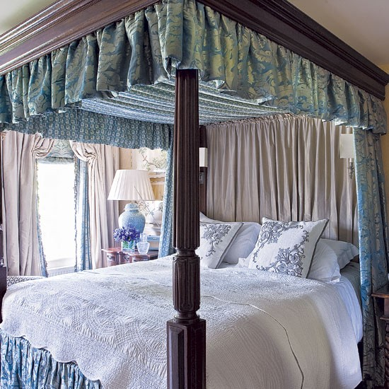 Victorian style bedroom edwardian country house for Bedroom ideas victorian house