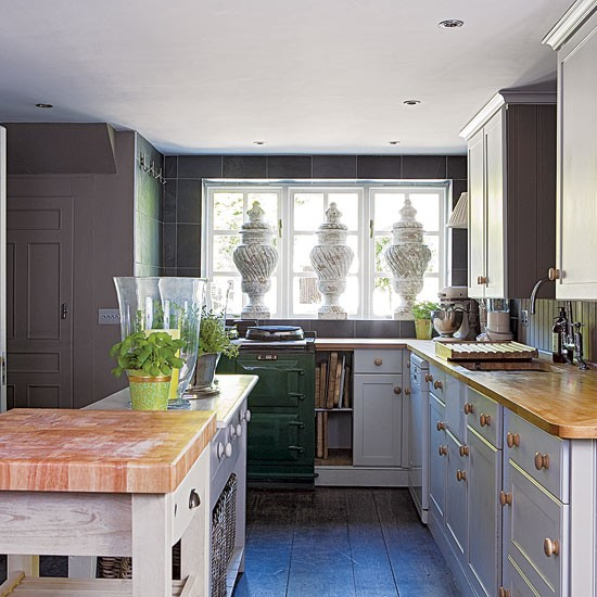 Rustic kitchen edwardian country house decorating for Edwardian kitchen