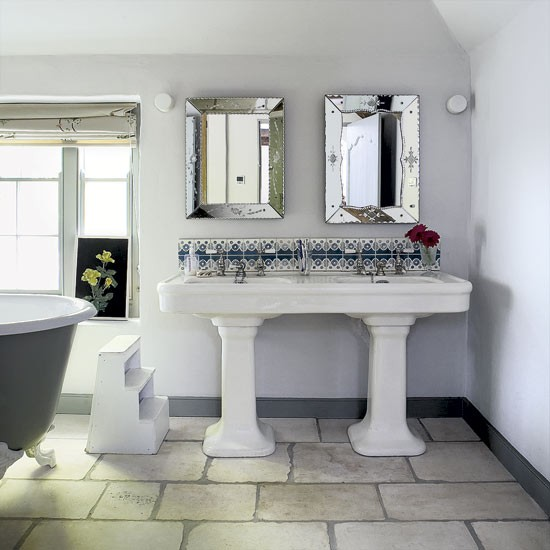 Cottage Style Bathroom Decorating