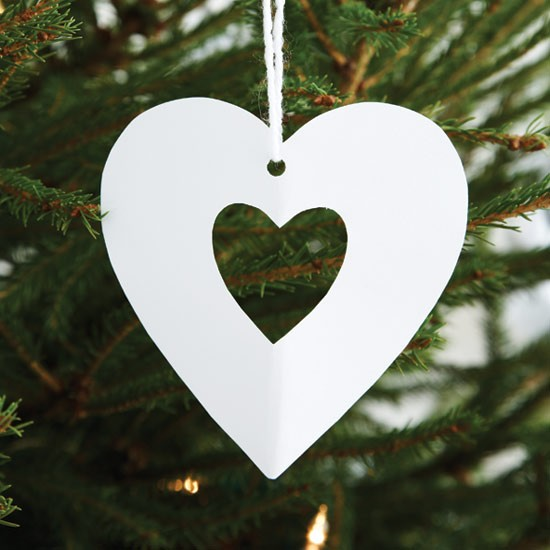 Cut out hearts how to make christmas decorations for Paper christmas decorations to make at home