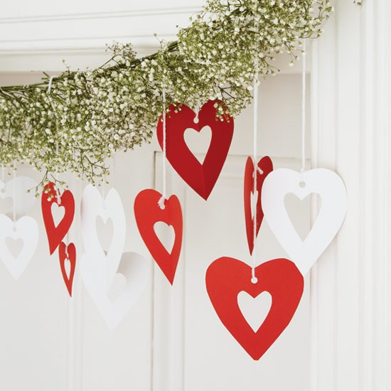 Heart garland how to make christmas decorations for Paper christmas decorations to make at home