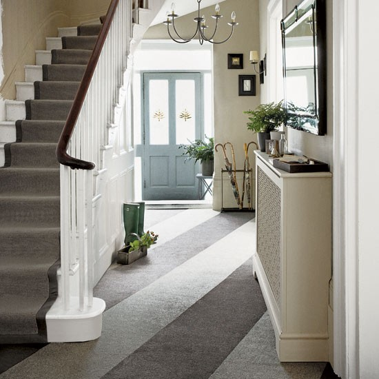 Hallway decorating ideas 3 smart updates for Home design ideas hallway