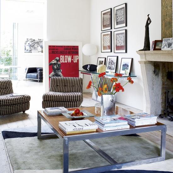Living room128