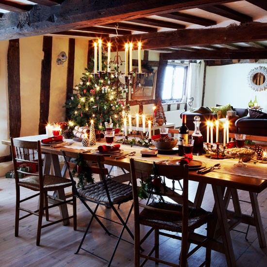Festive dinning room christmas country cottage for Dining room interior design ideas uk