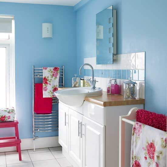 Blue and pink bathroom - Pink bathtub decorating ideas ...