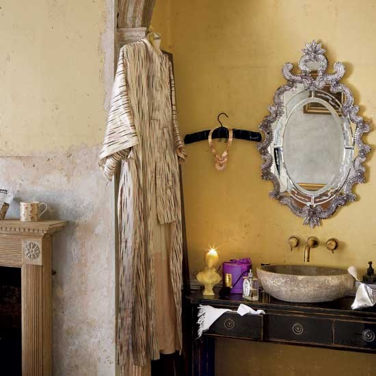 Gold bathroom bathrooms design ideas image for Gold bathroom decor