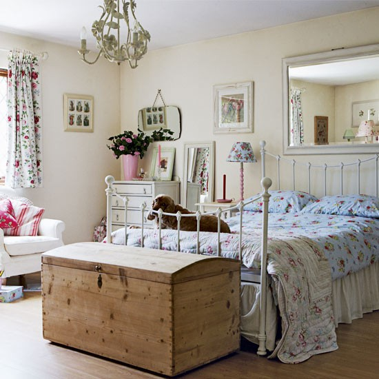 bedroom - Vintage country home - country decorating ideas - decorating ...