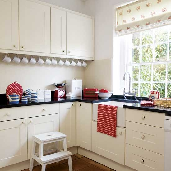 Small kitchen kitchens design ideas image for Small kitchen ideas uk