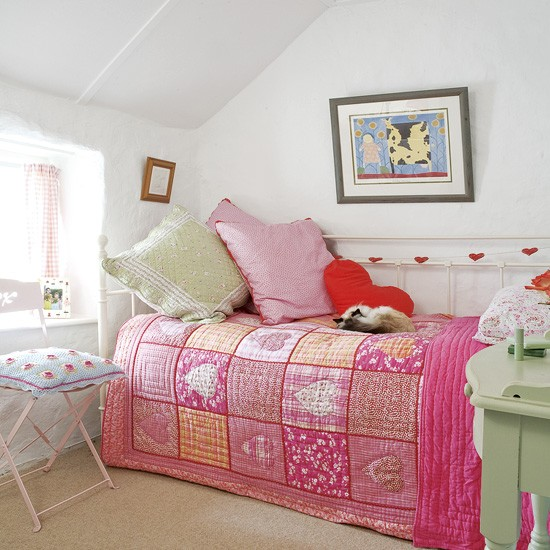 Pink and green girl 39 s bedroom bedrooms design ideas for Girl small bedroom ideas