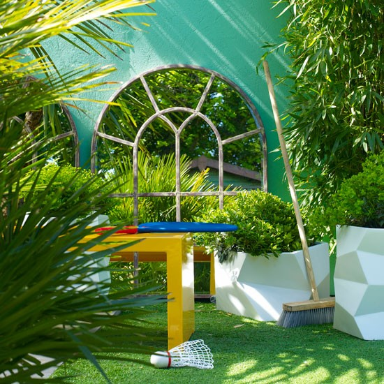 Small garden with mirrored wall | Small garden design ideas | Garden designs | PHOTO GALLERY | Housetohome.co.uk