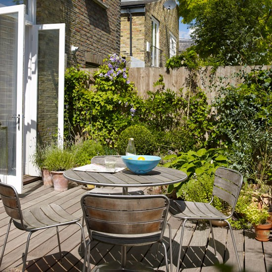 Small alfresco garden dining area | Small garden design ideas ...