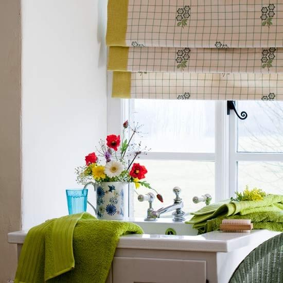 Fresh flowers energise spa 10 decorating ideas for Summer bathroom decor