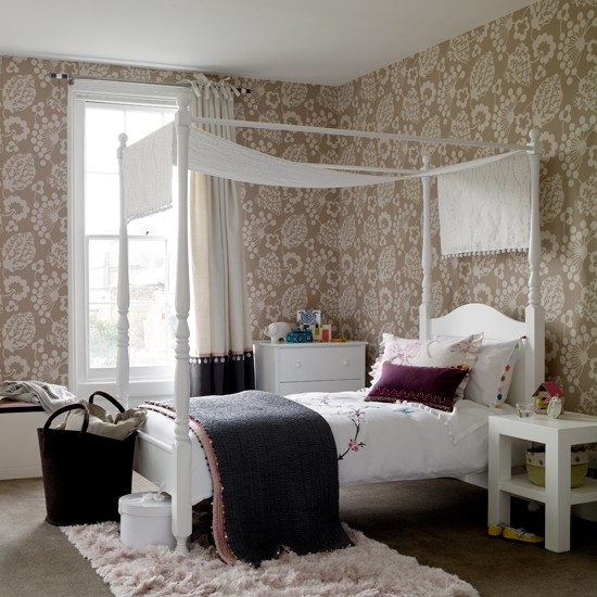 Get a grown up look with wallpaper bedroom ideas for for Girls bedroom wallpaper ideas