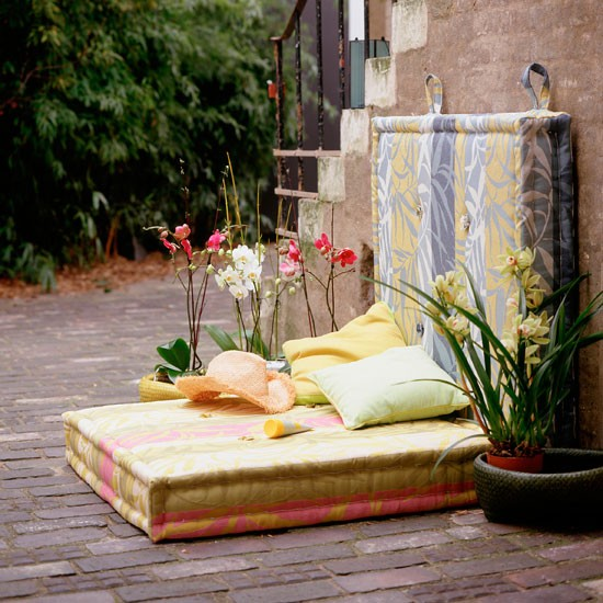 Garden ideas garden furniture floor cushions for Cheap garden seating ideas