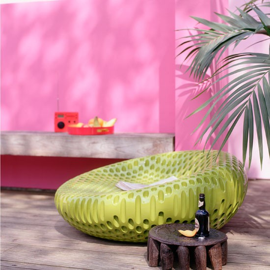 Team a bright wall with zingy accessories | Be inspired by acid-bright interiors | Garden ideas | PHOTO GALLERY | Housetohome