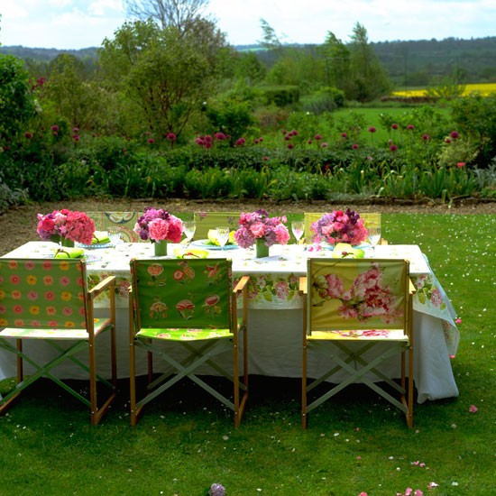 Floral garden table | Garden ideas | Image | Housetohome