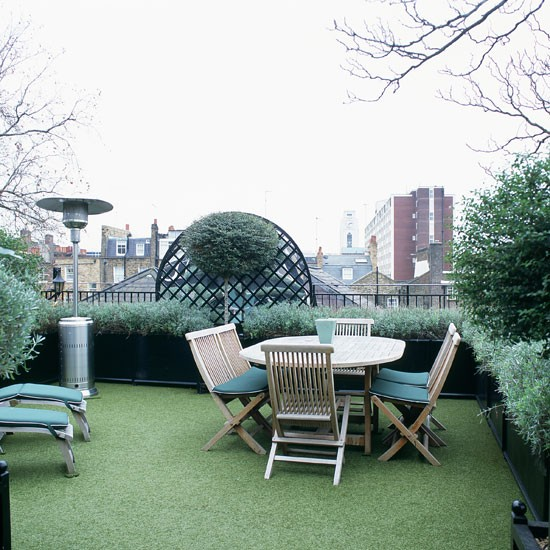 Roof garden with Astroturf flooring and wooden table and chairs